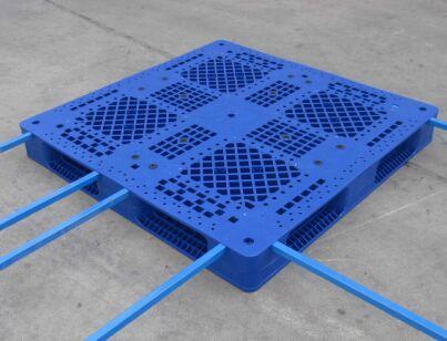 塑料托盘为什么要加钢管?一般需要加几根钢管呢?